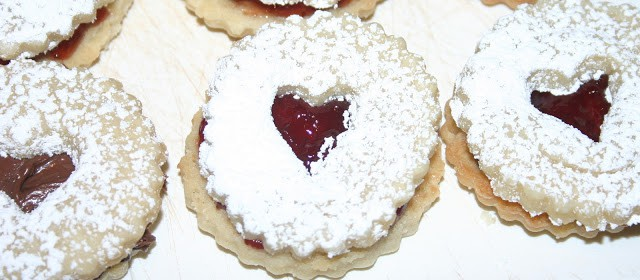 Shortbread cookie sandwiches with jam or Nutella