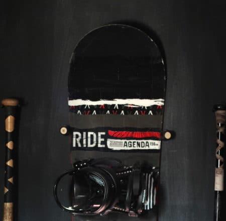 hang snowboard