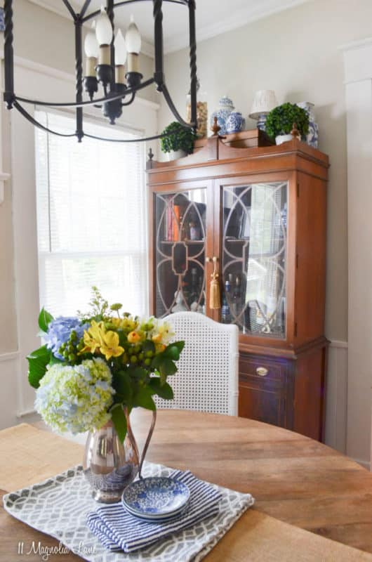 Summer home tour by Christy of 11 Magnolia Lane.