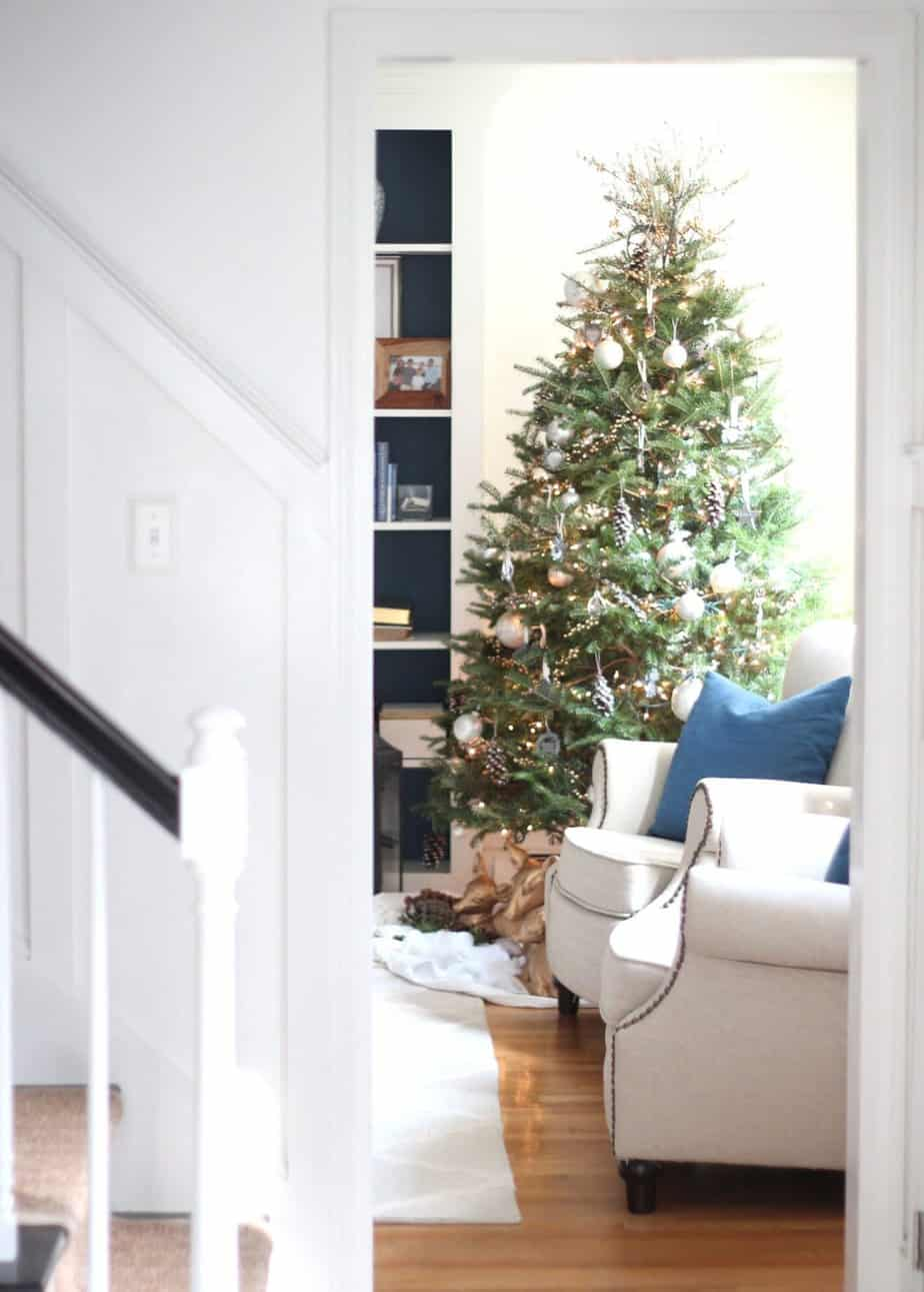 How to build a platform for a small Christmas tree.