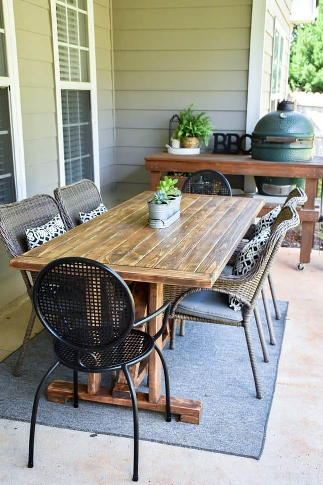 DIY Farmhouse Outdoor Patio Table made with 2×4's for less than $60