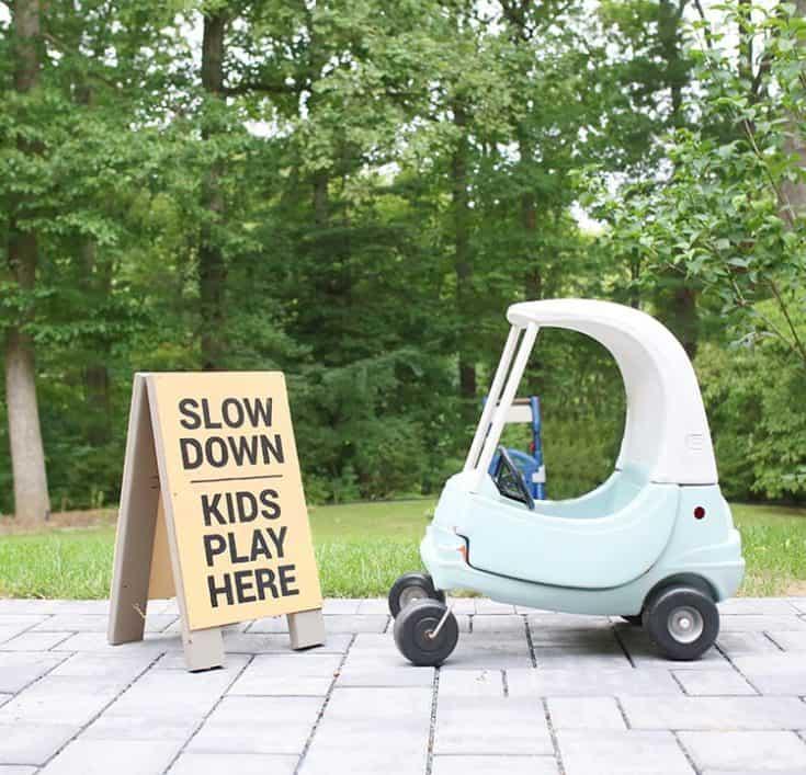 DIY Kids at Play Yard Sign