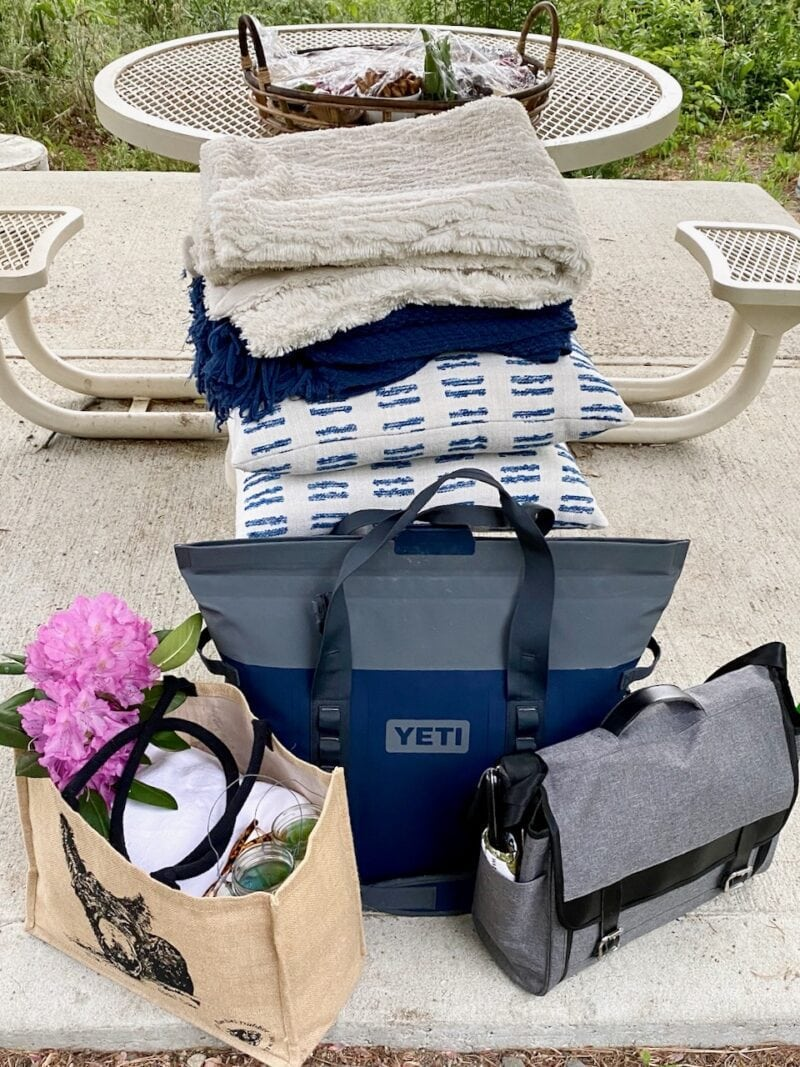 Packing for picnic